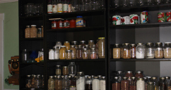 Making The Most of Small Kitchen Space – A Peek Inside Tiny Real Food Kitchens